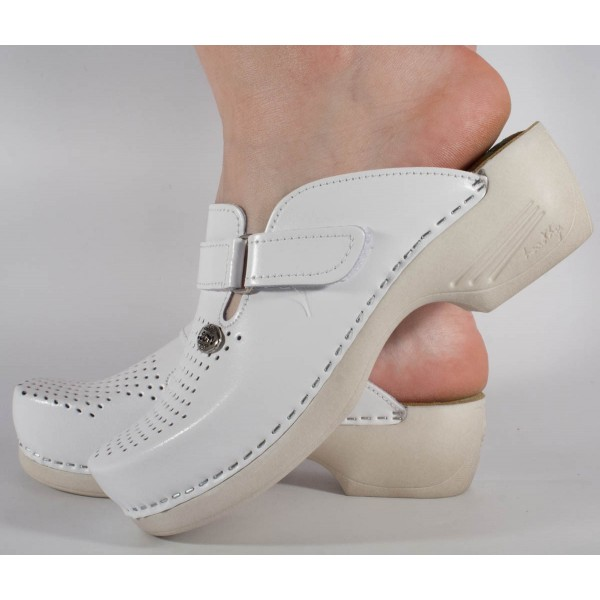 Saboti/Papuci albi din piele naturala dama/dame/femei (cod 159)