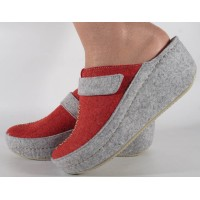 Papuci de casa rosu cu gri din lana cu platforma (cod 666C)