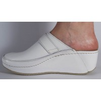 Saboti/Papuci albi neperforati din piele naturala dama/dame/femei (cod 6664)