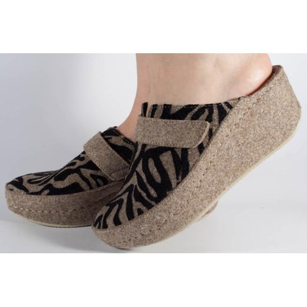 Papuci de casa bej cu negru din lana cu platforma (cod 6623)