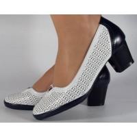 Pantofi albi cu bleumarin perforati dama/dame/femei (cod 028447)
