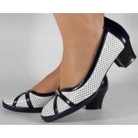 Pantofi albi cu bleumarin perforati dama/dame/femei (cod 028448)